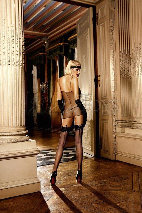 Блондинка в чулках в сетку
